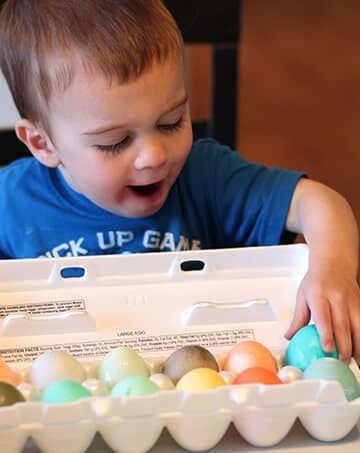 easter-eggs-with-kids