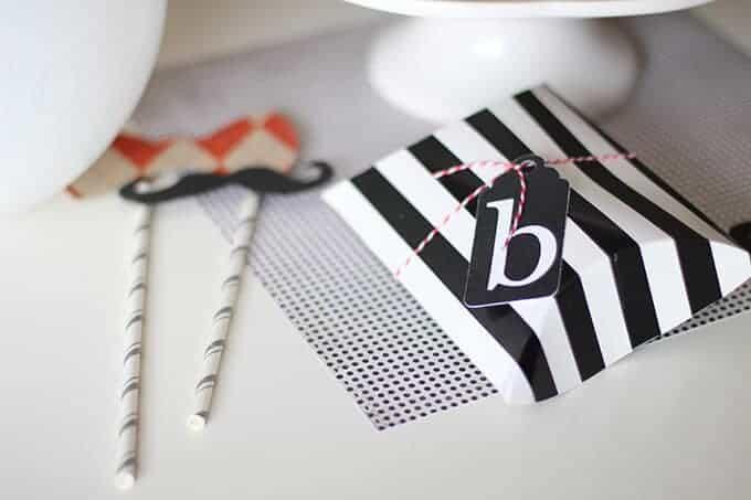 black-white-gift-wrap