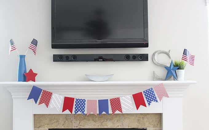 fourth-of-july-mantle-with-banner-decor