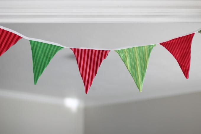 red-green-garland