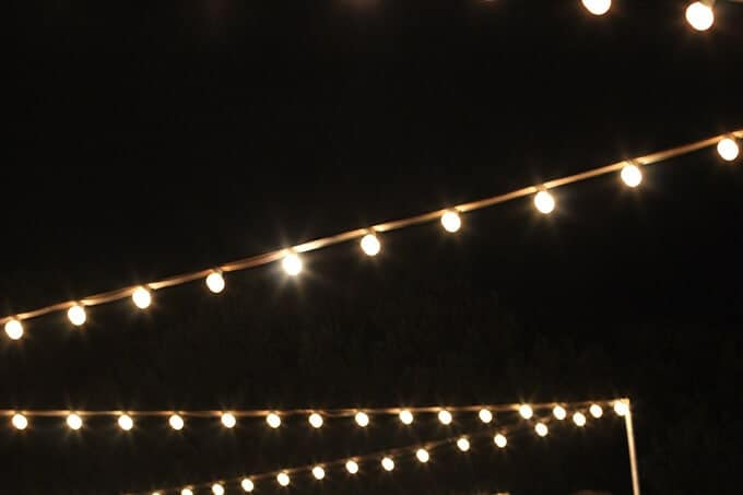 outdoor-party-lights