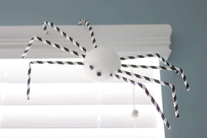 paper-straw-halloween-spiders
