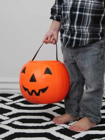 reverse-trick-or-treating-halloween-activity