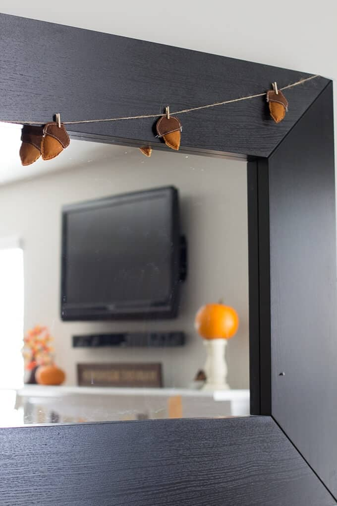 acorn-garland-thanksgiving-decor