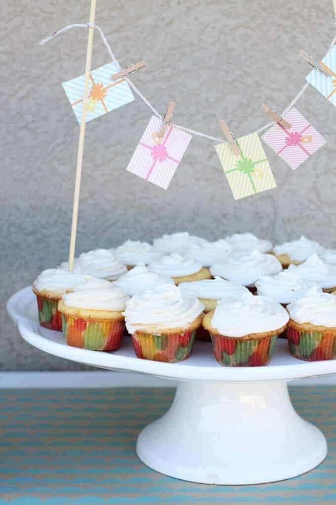 mini-cupcakes-first-birthday-party