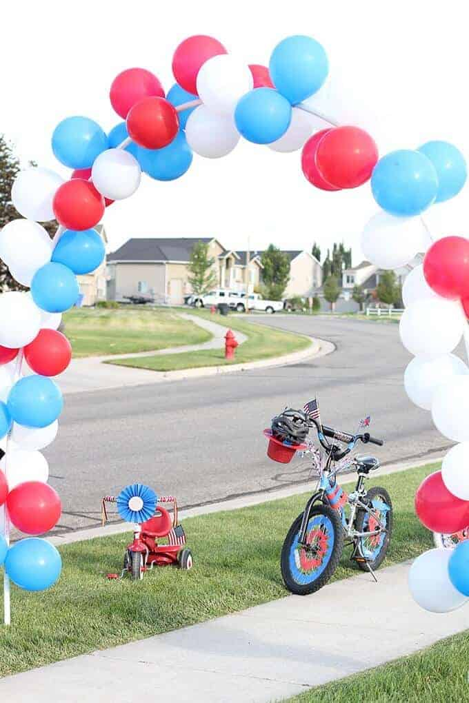 how-to-make-a-balloon-arch-4th-of-july-bike-parade
