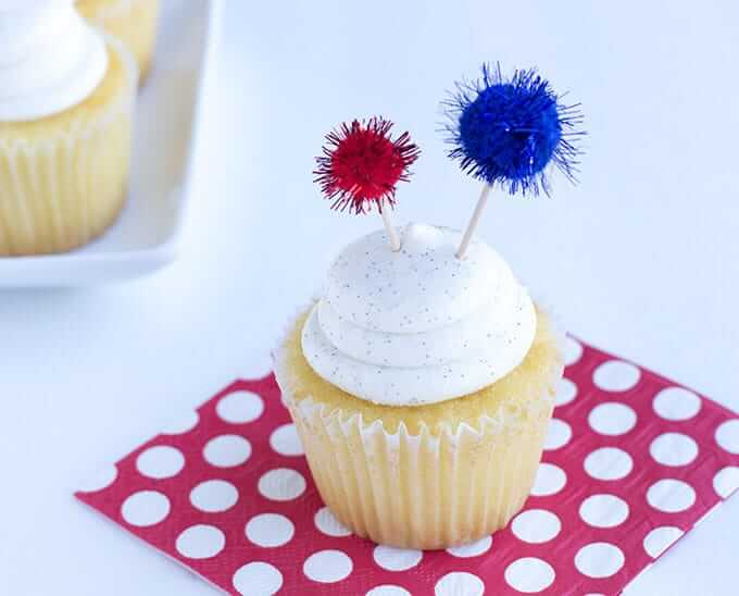 firework-sparkler-fourth-of-july-cupcakes