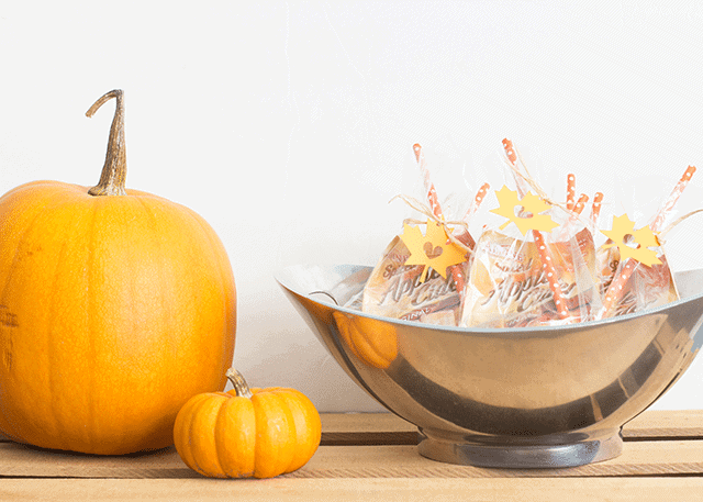 Quick Fall Party Favors using apple cider and caramels