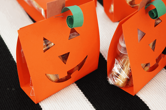 pumpkin-party-favors-treat-bags
