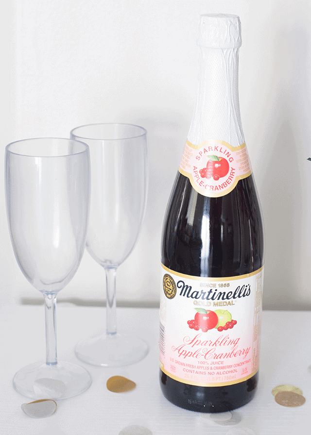 martinellis-new-years-eve-toast