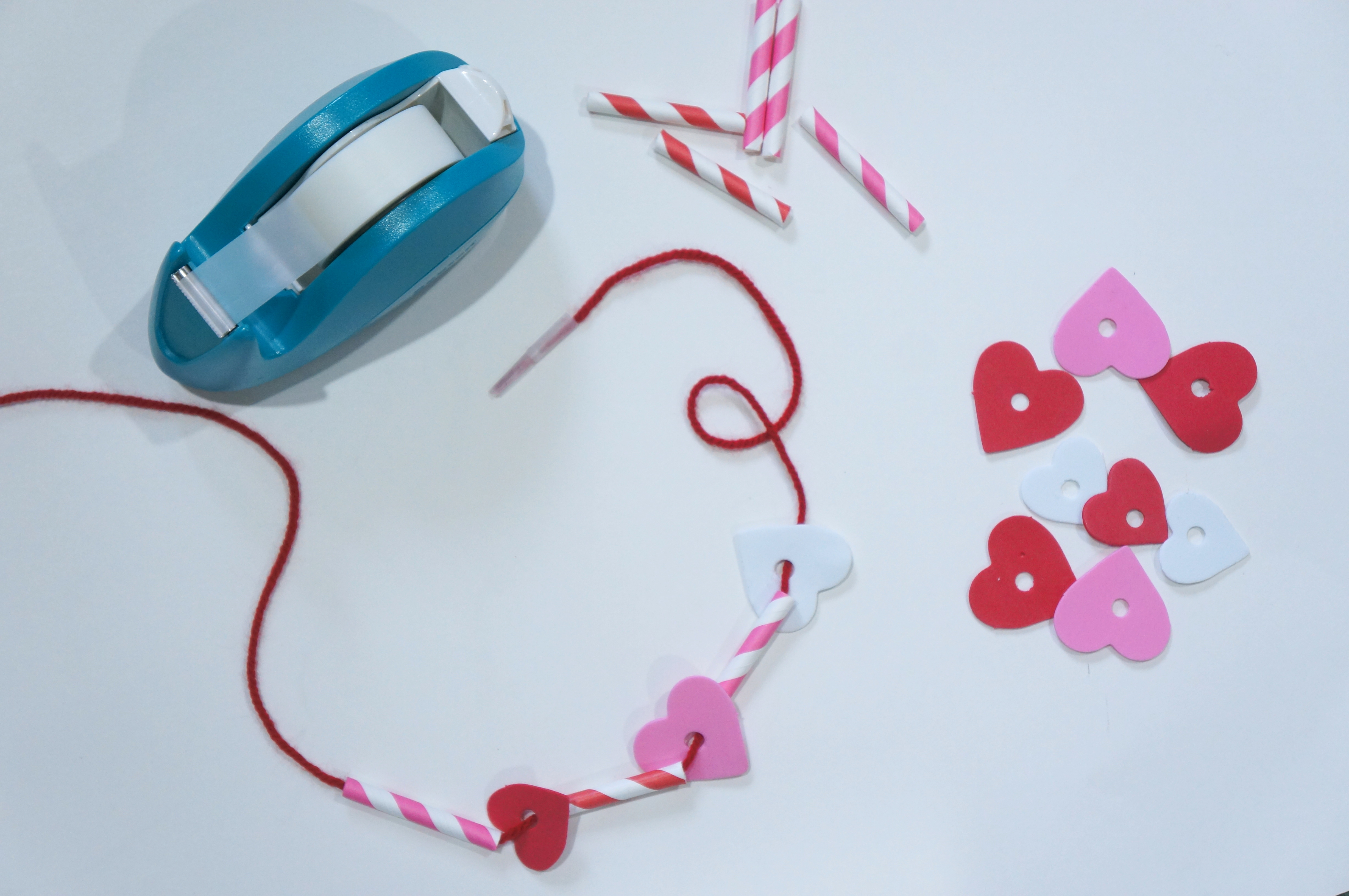 A simple valentine 39 s day craft necklace for kids so festive for Necklace crafts for kids