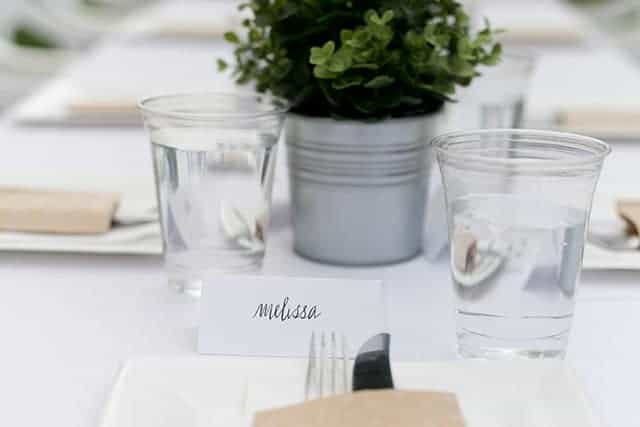fancy-place-cards-and-table-settings
