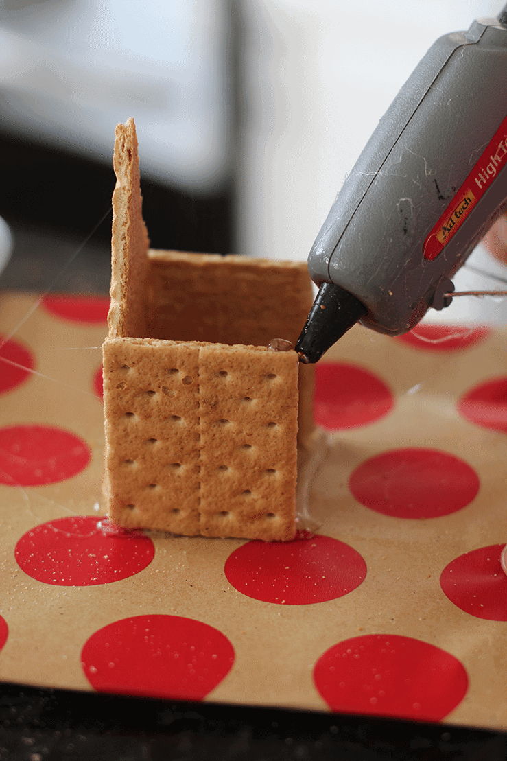 tips-for-decorating-gingerbread-houses