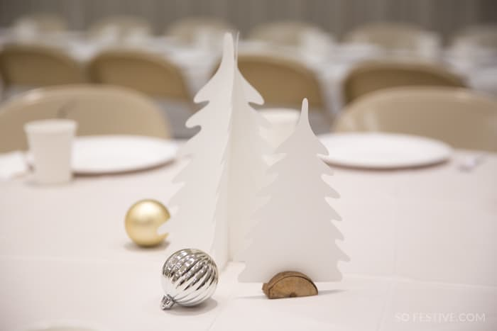 WHITE-CHRISTMAS-PARTY-TABLE-DECORATIONS