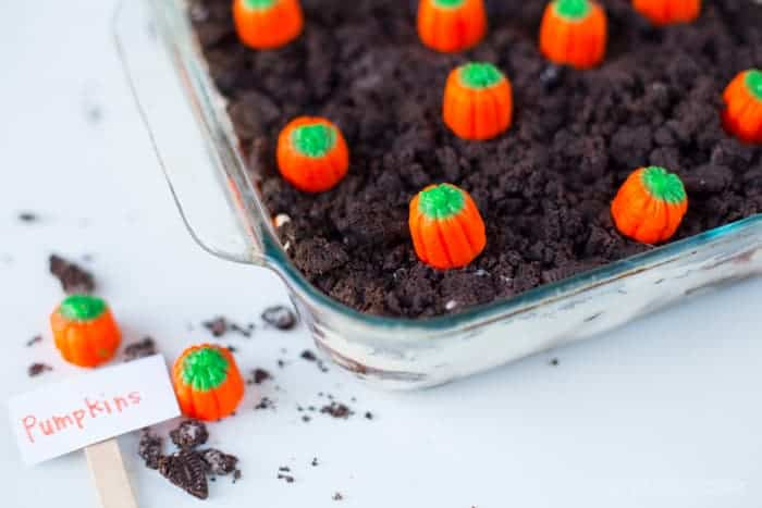 pumpkin-patch-halloween-cake-idea