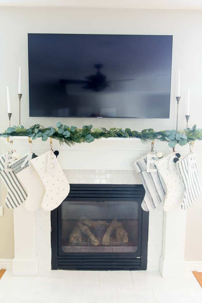 stocking-holders-original-mantle-clip-4