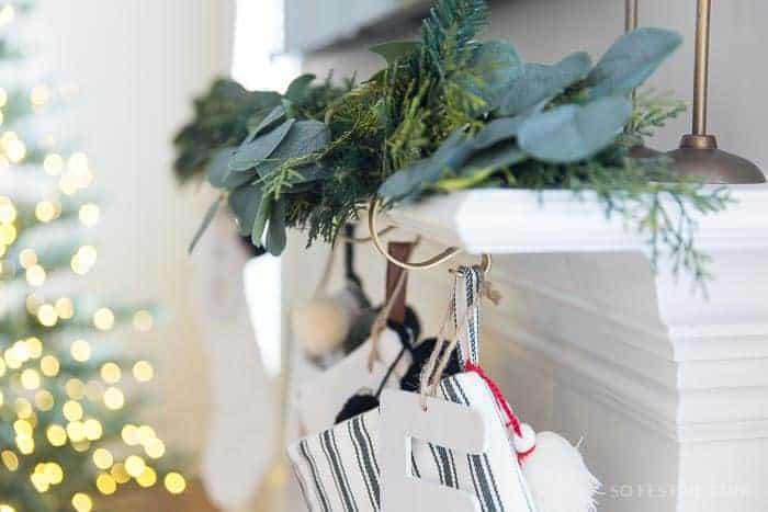 stocking-holders-original-mantle-clip-4