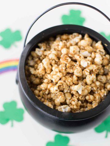 caramel-popcorn-st-patricks-day-dessert