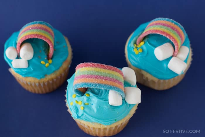 st.-patricks-day-treat-rainbow-cupcakes-2